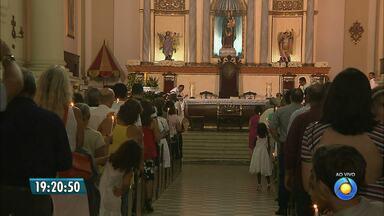 Católicos participam da Missa de Natal, na Catedral Basílica de Nossa Senhora das Neves - Amanhã tem mais missas nas igrejas católicas para celebrar o nascimento de Jesus e culto na Primeira Igreja Batista, no Centro.