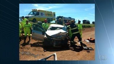 Acidente entre dois carros deixa nove pessoas feridas na BR-040, em Goiás - Veículo bateram de frente quando passavam pelo Km 26, em Luziânia.