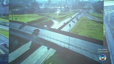 Confira como está o trânsito no sistema Anhanguera-Bandeirantes - O sistema Anhanguera-Bandeirantes registrou movimento intenso no fim de semana por conta do Natal. Confira como está a situação das rodovias nesta segunda-feira.