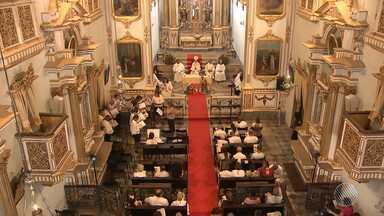 Missa de Natal é celebrada na Igreja de São Domingos, em Salvador - O arcebispo de Salvador e primaz do Brasil, Dom Murilo Krieger, falou sobre o significado do Natal; veja.