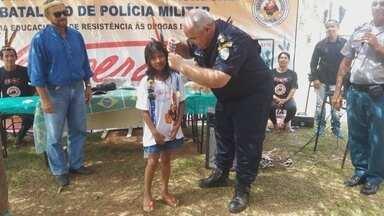 Mais de 100 indígenas são formados pelo Proerd, em Guajará-Mirim - O Programa Educacional de Resitência às Drogas é realizado pela Polícia Militar.