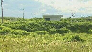 Obra de estação de tratamento de esgoto de R$ 3 milhões está abandonada em Ribeirão Bonito - Departamento Autônomo de Água e Esgoto diz que prefeitura não viabilizou a construção da tubulação que vai ligar a rede à estação.