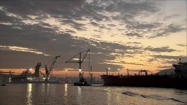Amanhecer no litoral atrai admiradores - Em período de férias, muita gente vai ao litoral de SP para assistir o nascer do sol.