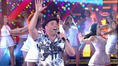 Wesley Safadão canta 'A Dama e o Vagabundo' e anima 'Domingão' - Cantor apresenta canção e diverte o público
