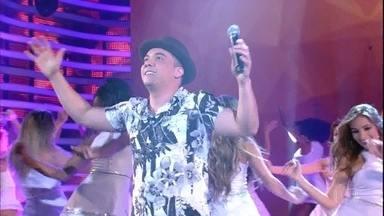 Wesley Safadão canta 'Camarote' no 'Domingão' - Cantor anima a plateia com sucesso de carreira