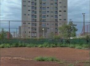 Moradores denunciam abandono de quadra de esportes na 706 Sul em Palmas - Moradores denunciam abandono de quadra de esportes na 706 Sul em Palmas