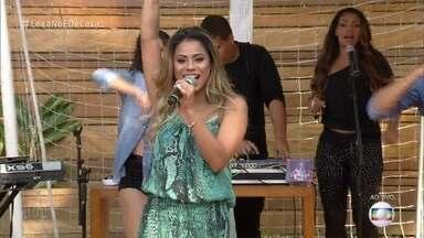 Lexa abre o 'É de Casa' - Cantora apresenta hit de sucesso