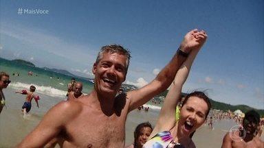 'Mais Você' escolhe o bonitão da praia Jurerê Internacional, em Florianópolis - Cissa Guimarães anuncia a seleção 'O Bonitão da Praia'