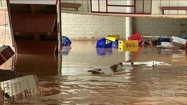 Moradores de Rolante (RS) ainda sofrem as consequências de temporal - Ainda há muitos estragos causados pela chuva que deixou 70% da cidade debaixo d'água. O prefeito da cidade pediu ajuda ao presidente e disse que não há como recuperar o município sem ajuda federal.