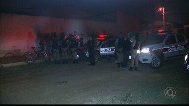 Três homens são mortos em menos de 20 minutos em Campina Grande - Os dois primeiros homicídios foram registrados no bairro Bodocongó. Jovem foi encontrado sem vida no bairro Ramadinha I.