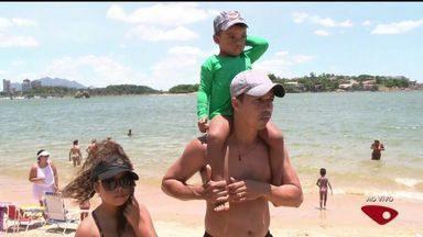 Bater palmas é estratégia para achar criança perdida em praias de Vitória - Secretário diz que no verão há mais crianças perdidas nas praias.Método é utilizado em praias de Argentina e em algumas do Brasil.