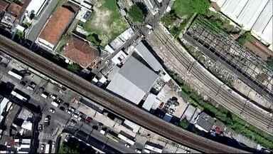 RJTV Primeira Edição - Edição de terça-feira,10/01/2017 - Tiros interrompera na manhã desta terça (10) a circulação de trens no Jacarezinho. O confronto entre policiais e bandidos foi na favela de Manguinhos. E mais as notícias da manhã.