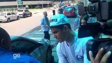Gabriel Fernández chega para assinar com o Grêmio - Assista ao vídeo.