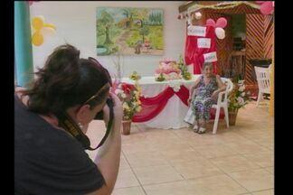 Idosa completa 105 anos no Lar de Santa Rosa, RS - Teve festa especial para celebrar a data.