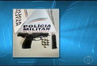 Pistola é encontrada em fundo falso de veículo em Montes Claros - Polícia Militar localizou a arma depois de uma denúncia anônima.