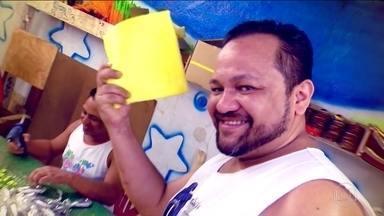 Temperatura no barracão da Peruche chega a 36 graus - E a pouco mais de um mês pro carnaval, o clima só esquenta nas escolas de samba. Esquenta literalmente, com o calor na cidade.