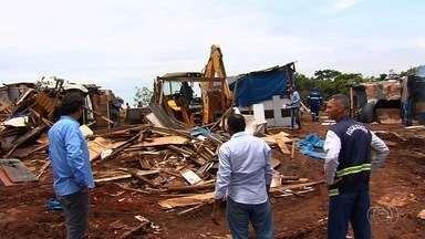Região do Parque Atheneu foi desocupada, em Goiânia - As 140 famílias que moravam no local tiveram suas casas derrubadas.
