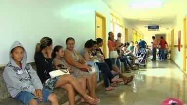 Moradores de Goiânia reclamam de falta de vacinas - Pacientes que precisam de prevenção contra raiva precisa andar longas distâncias mesmo sem garantia de que vai encontrar a vacina.