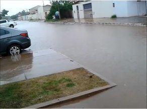 Telespectadora registra rua alagada por chuva em quadra na região sul de Palmas - Telespectadora registra rua alagada por chuva em quadra na região sul de Palmas