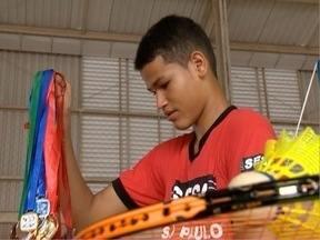 Adolescente de 14 anos se destaca no badminton - Caio conta sobre a história com o esporte.