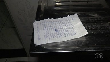 Garota desaparece em Goiânia após deixar carta pedindo para não ser procurada - No bilhete, menina diz que está deixando a casa porque mãe está com ódio. Desesperada, família faz buscas e apela para que adolescente volte.