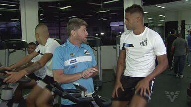 Santos se reapresenta, e Renato elogia forma física do elenco do Santos - Volante do Peixe explica que preparadores físicos passaram orientações para o time durante as férias e, segundo o volante, todos conseguiram cumprir as metas