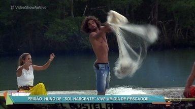 Pablo Morais vive dia de pescador na vida real - Ator interpreta o Nuno da novela 'Sol Nascente'