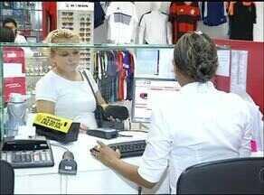 Lojas estão autorizadas a dar descontos à vista e clientes aprovam benefício - Lojas estão autorizadas a dar descontos à vista e clientes aprovam benefício