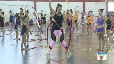 Ginastas participam de encontro em Guaratinguetá - Evento reuniu cerca de 200 atletas de diversas regiões.
