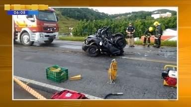 Duas pessoas morrem em acidente na BR-470 na tarde de terça (17) - Duas pessoas morrem em acidente na BR-470 na tarde de terça (17)