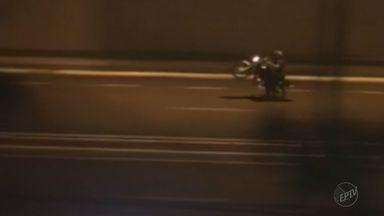 Motociclistas apostam corrida em avenida de Franca, SP - Moradores reclamam do barulho e pedem providência à Prefeitura.