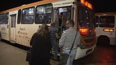 DFTV Primeira Edição - Edição de quarta-feira, 18/01/2017 - Metrô e ônibus reduzem o valor das passagens e viagens saem pelo preço antigo. E mais as notícias da manhã.