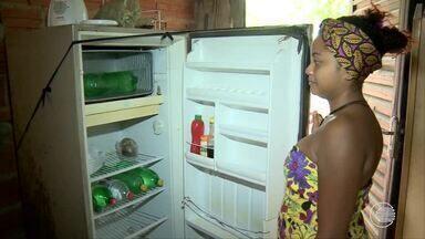 Moradores da Vila Meio Norte têm prejuízos por causa da rede elétrica - Moradores da Vila Meio Norte têm prejuízos por causa da rede elétrica