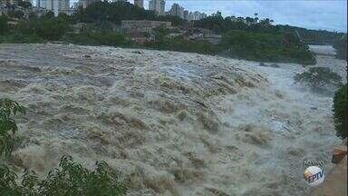 Piracicaba, SP, está em alerta por conta das fortes chuvas que atingiram a cidade - O nível de água do Rio Piracicaba está em 4,07 metros, o limite previsto para que ele transborde é de 4,70 metros.