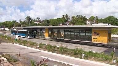 Tentativa de assalto em BRT deixa suspeito morto e outro ferido - Caso aconteceu em estação localizada próximo ao quartel do Exército, em Olinda.