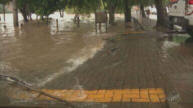 Rio Piracicaba passa dos 5 metros e transborda na madrugada dessa sexta (20) - Rua do Porto registrou pontos de alagamento. De acordo com o Sistema de Telemetria do Consórcio Intermunicipal das Bacias dos Rios Piracicaba, Capivari e Jundiaí (PCJ), choveu o equivalente a 25 milímetros.