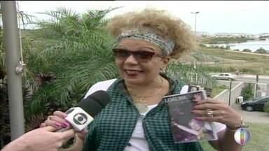 Não há previsão da liberação do corpo da cantora Loalwa Braz, morta em Saquarema - Atriz foi assassinada nesta quinta-feira (19).