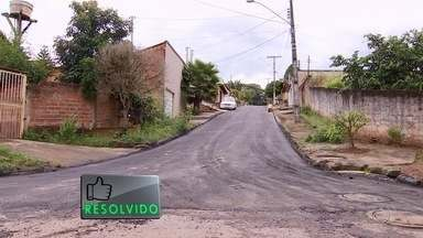 Ruas do bairro Santa Maria recebem novo asfalto, em Goiânia - Segundo moradores do local, chuvas abriam vários buracos no asfalto.