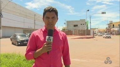 Novo semáforo na rua Claudomiro de Moraes gera confusão entre os motoristas - Muitos carros ficam aglomerados no meio da pista.