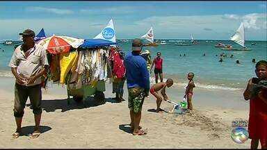 Confira a movimentação em Porto de Galinhas - Praia é o destino de muitas pessoas.