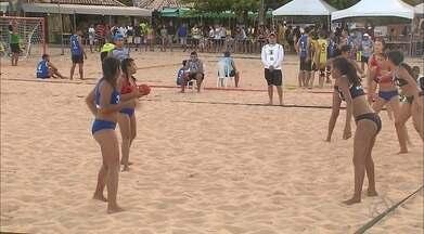 Taça Kika de Handebol de Areia serve de laboratório para técnicos da Seleção Brasileira - Guerra Peixe e Rossana Marques observam jogadores antes da convocação dos times para o Pan Juvenil