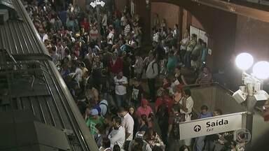 Chuva compromete circulação dos trens que saem da Estação da Luz com destino à Jundiaí - A volta pra casa está mais complicada para os passageiros da linha 7-Rubi, da CPTM. Os trens que saem da Luz em direção à Jundiaí estão circulando por uma só via por causa de um deslizamento de terra.