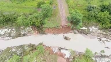 Trecho interditado da Marechal Rondon deve ser liberado em sete dias - Deve ser liberado só na próxima semana o trecho da rodovia Marechal Rondon em Rubiácea (SP), interditado por causa das chuvas. As obras devem durar pelo menos sete dias.