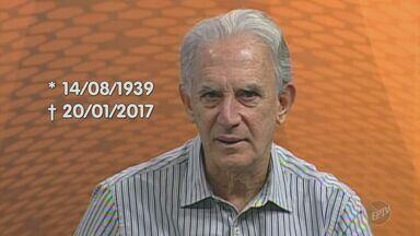 Jogadores se despedem de ex técnico Carlos Alberto Silva - O técnico, que foi campeão brasileiro pelo Guarani, tinha 78 anos e será enterrado na manhã deste sábado (21) em Belo Horizonte (MG)