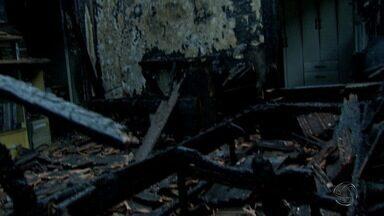 Incêndio deixa mãe e filha em estado grave em Campo Grande - Fato aconteceu nesta sexta-feira (20) e incêndio deixou as duas mulheres com queimaduras de 3° grau. Filha teve 100% do corpo queimado.