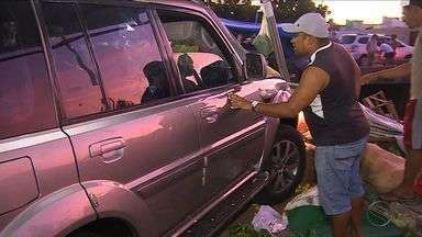 Carro desgovernado invade feira e provoca atropelamento em Aracaju - Carro desgovernado invade feira e provoca atropelamento em Aracaju.