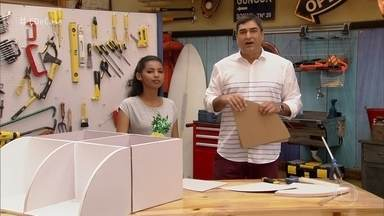 Vanessa constrói móveis de papelão - Artesã diz que ideia surgiu a partir de uma necessidade. Atualmente, ela faz vídeos tutoriais na internet e também produz peças sob encomenda