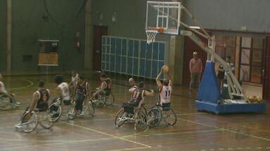 Equipe brasileira de basquete em cadeira de rodas realiza atividade no Sesc São Carlos - Ação mostrou aos frequentadores como funciona a modalidade.