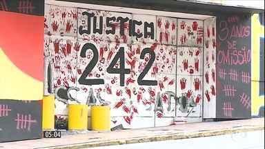 Documento quer denuncia o Brasil por impunidade no caso da boate Kiss - Em petição internacional, várias entidades responsabilizam o Brasil por violação dos direitos das famílias de vítimas do incêndio que causou a morte de 242 pessoas.