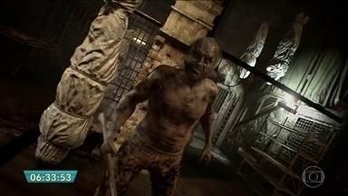 Novo game 'Residente Evil 7' tenta resgatar terror e a tensão do jogo - O game é a grande aposta para tentar resgatar a tensão, o medo e o terror. A grande mudança é a posição da câmera do jogo de terceira para primeira pessoa. O filme, que também chega aos cinemas, tem uma proposta diferente do game. Assista a entrevista com Milla Jovovich no G1.